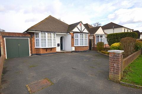 2 bedroom detached bungalow for sale - Laleham Road, Staines-Upon-Thames, TW18