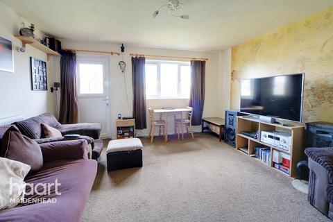 2 bedroom maisonette for sale - Maypole Road, MAIDENHEAD