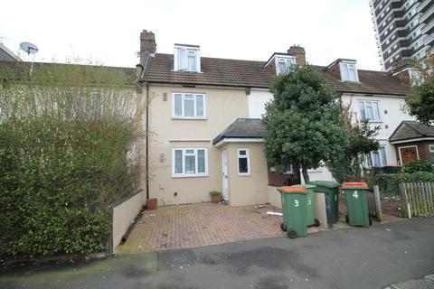 4 bedroom terraced house to rent - Rymill Street, London, E16