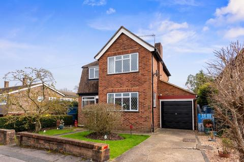3 bedroom detached house for sale - Hillford Place, RH1