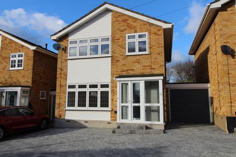 3 bedroom link detached house for sale - Chipperfield Close, Cranham, Upminster, Essex, RM14
