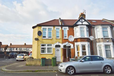 4 bedroom end of terrace house for sale - Cheshunt Road, Forest Gate, London, E7 8JD