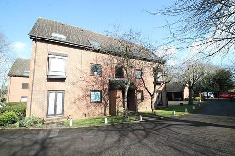 Studio for sale - The Oaks, Moormede Crescent, Staines-Upon-Thames, TW18