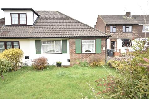 2 bedroom bungalow for sale - The Gardens, Bedfont, Feltham, TW14