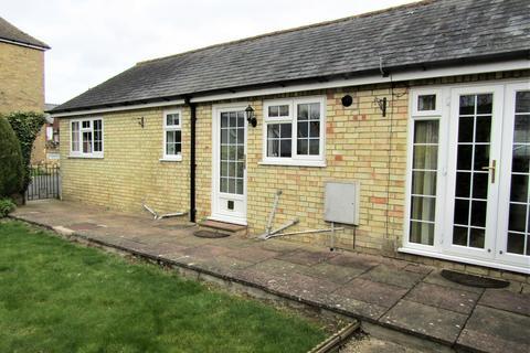 2 bedroom semi-detached bungalow to rent - High Street, Henlow, SG16