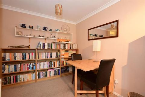 3 bedroom end of terrace house for sale - Rettendon Gardens, Wickford, Essex