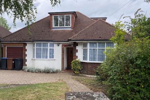 4 bedroom detached bungalow to rent - Cuffley