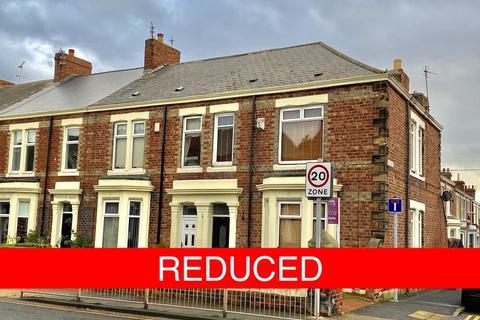 3 bedroom end of terrace house for sale - Bede Burn Road, Jarrow