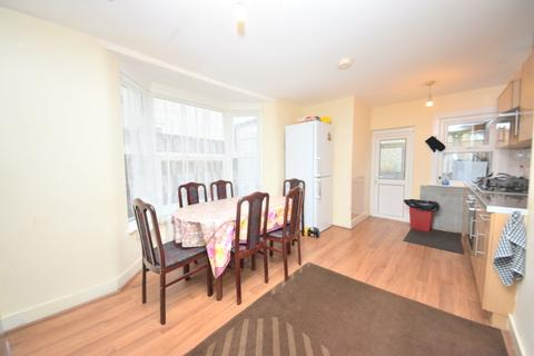3 bedroom terraced house to rent - Shrewsbury Road, Forest Gate, E7