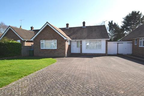 2 bedroom detached bungalow for sale - East Mead, Ferring, BN12 5EA