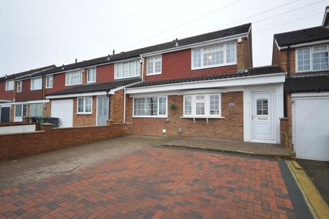 3 bedroom end of terrace house for sale - Kinross Crescent, Luton