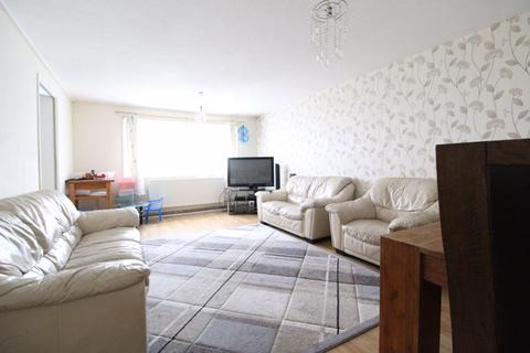 2 bedroom flat for sale - Chobham Walk, Luton