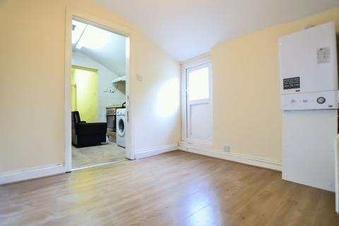 3 bedroom flat to rent - Homerton High Street, Homerton E9