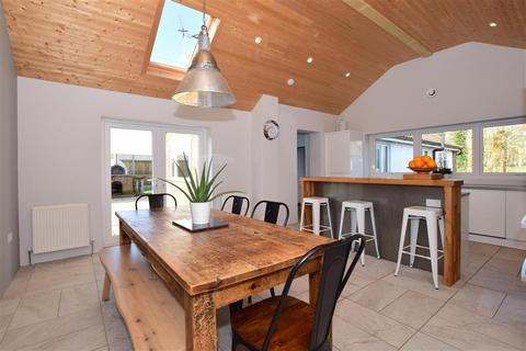 3 bedroom detached bungalow for sale - Priory Close, New Romney, Kent