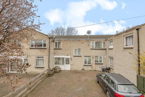 4 bedroom semi-detached house for sale - Hylton Street London SE18