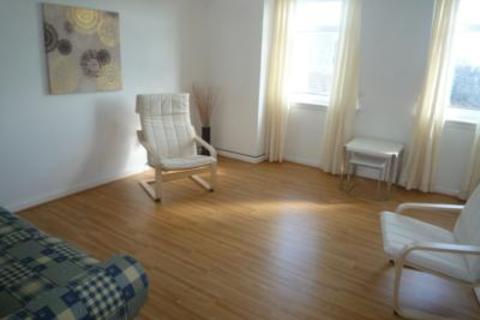 2 bedroom flat to rent - 31 Claremont Gardens, Top Floor Flat, AB10 6RG
