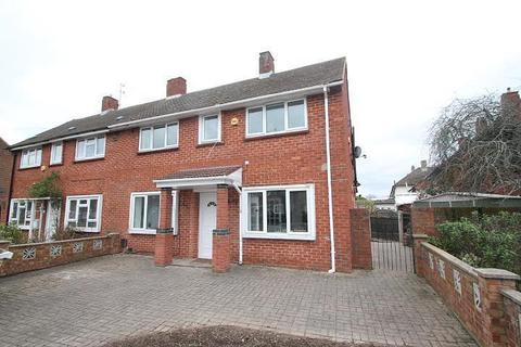 3 bedroom semi-detached house for sale - Clare Road, Stanwell, TW19