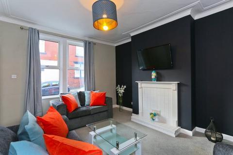 4 bedroom terraced house to rent - Moorfield Street, Leeds, LS12