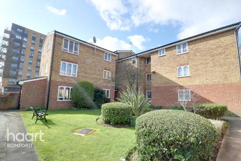 2 bedroom apartment for sale - Frazer Close, Romford