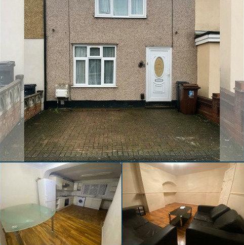 3 bedroom terraced house to rent - Stanhope road, Dagenham , london RM8