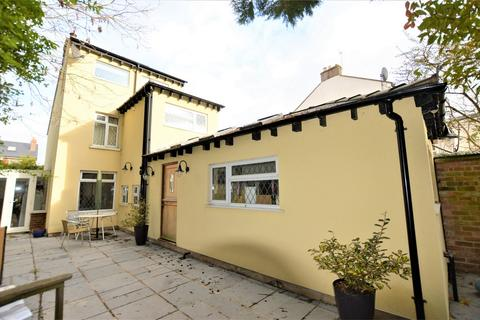 3 bedroom detached house for sale - London Road, Charlton Kings, Cheltenham