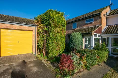4 bedroom semi-detached house to rent - King Henry Close, Cheltenham GL53 7EZ
