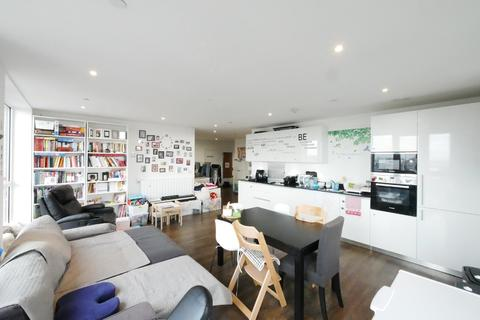 3 bedroom apartment to rent - Compton House, Victory Parade, London, SE18