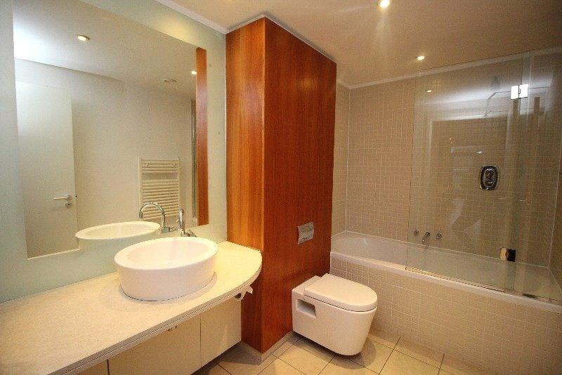 P6801 03 bathroom