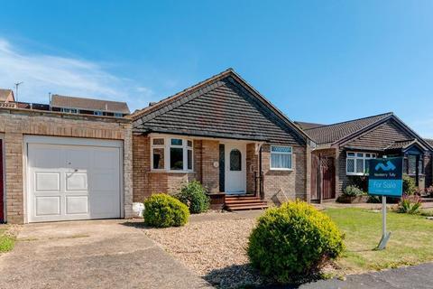 2 bedroom bungalow for sale - Princess Drive, Seaford, East Sussex, BN25 2TZ