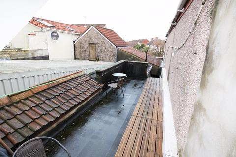 1 bedroom apartment - Boultons Road, Kingswood