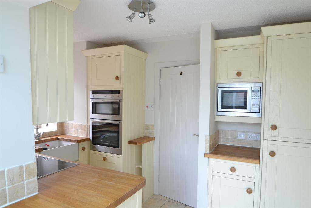 42 Coombe Lane kitchen 3.JPG
