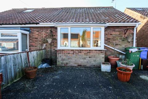 1 bedroom semi-detached bungalow for sale - Mount Crescent, Bridlington
