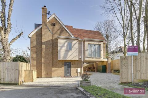 4 bedroom detached house to rent - The Vale, Southgate