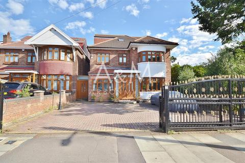 5 bedroom detached house for sale - Lord Avenue, Clayhall