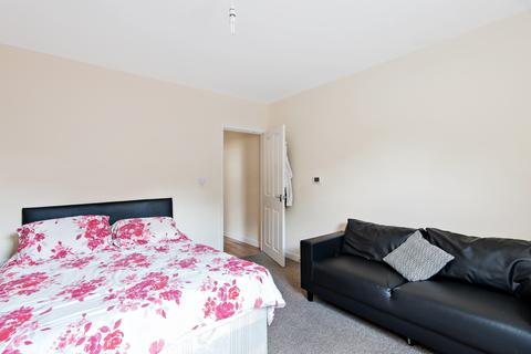 1 bedroom apartment to rent - High Street London W3