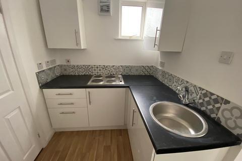2 bedroom flat to rent - Royal Lane
