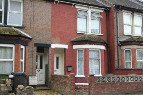 3 bedroom terraced house to rent - Dallow Road, Luton LU1