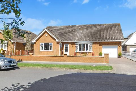 2 bedroom detached bungalow for sale - Seacroft Drive, Skegness, Lincs, PE25 3AP