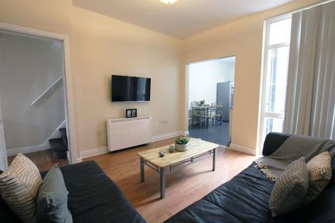 7 bedroom property to rent - Ossory Street, Rusholme, Manchester