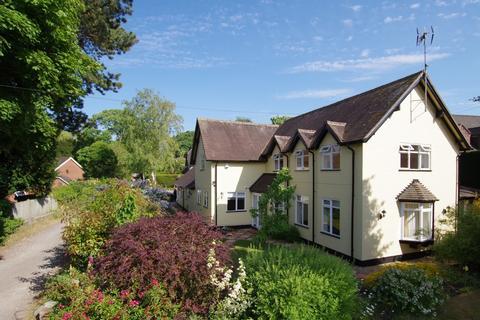 4 bedroom detached house for sale - The Village, Walton