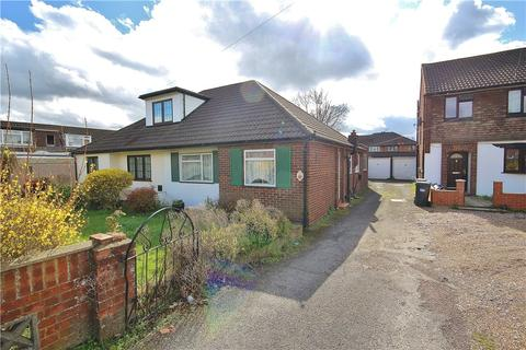 2 bedroom bungalow for sale - The Gardens, Feltham, Surrey, TW14