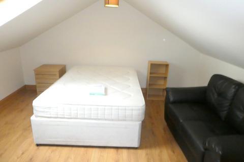 7 bedroom semi-detached house to rent - Wellington Road, Fallowfield