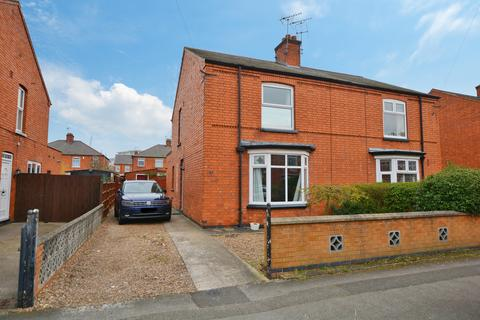 3 bedroom semi-detached house for sale - Harewood Avenue, Newark