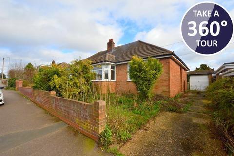 2 bedroom bungalow for sale - Gooseberry Hill, Warden Hills, Luton, Bedfordshire, LU3 2LA