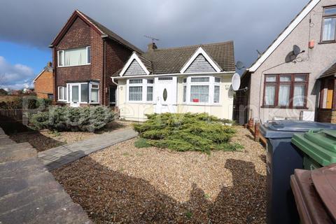 2 bedroom bungalow for sale - Rainham Road South, Dagenham