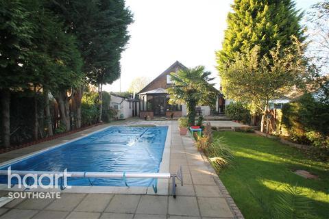 4 bedroom bungalow to rent - Ash Ride - Crews Hill - EN2