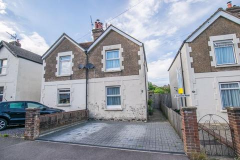 3 bedroom semi-detached house for sale - Gladstone Road, Crowborough