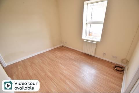 Studio to rent - High Town Road, Luton