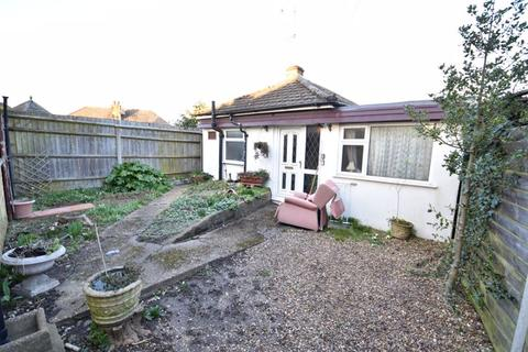 2 bedroom bungalow for sale - Limbury Road, Luton