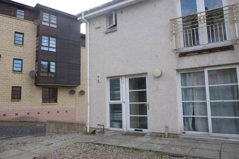 5 bedroom house to rent - 2 Daniel Place, ,